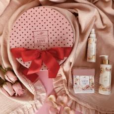 Selene Valentineʻs Love Gift Box