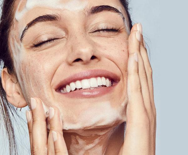 Καθαρισμός και Περιποίηση Προσώπου: 8 Συμβουλές για υπέροχο και λαμπερό δέρμα!